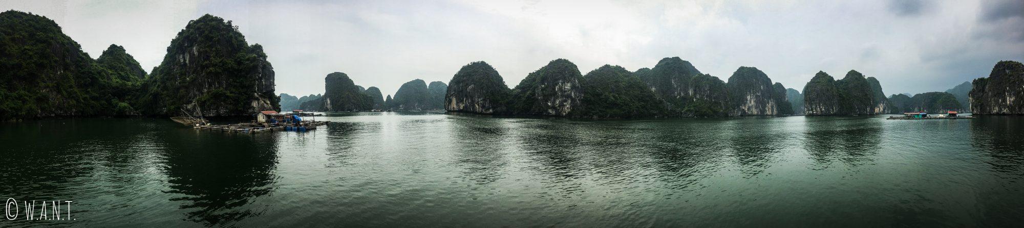 Habitation flottante au cœur de la Baie de Lan Ha