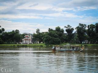 Il faut traverser la rivière des Parfums pour accéder à la Citadelle de Hué