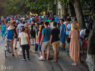 La foule se presse dans les rues de la vieille ville de Hoi An