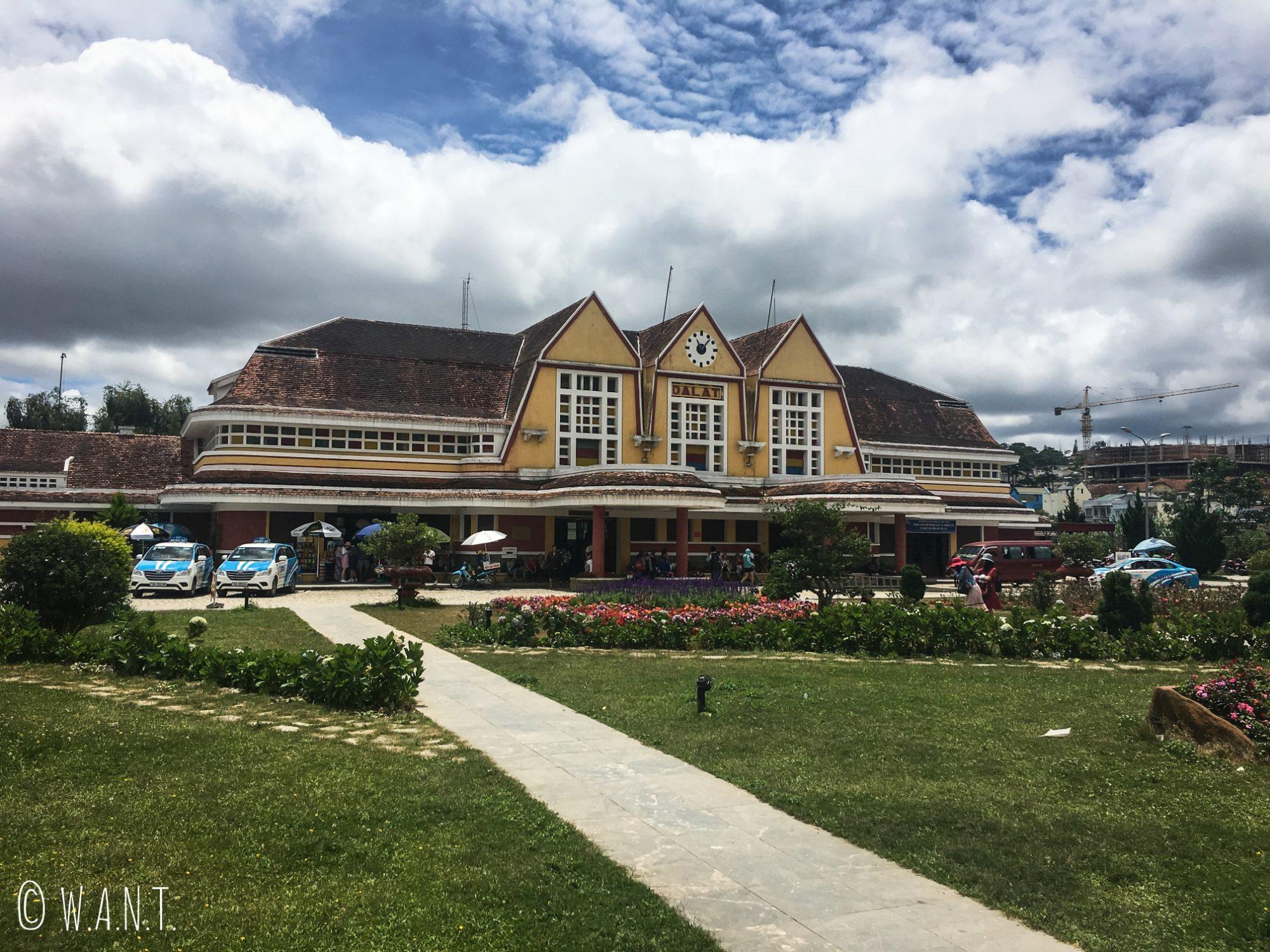 La gare de Da Lat, qui ressemblerait comme deux gouttes d'eau à celle de Trouville-Deauville