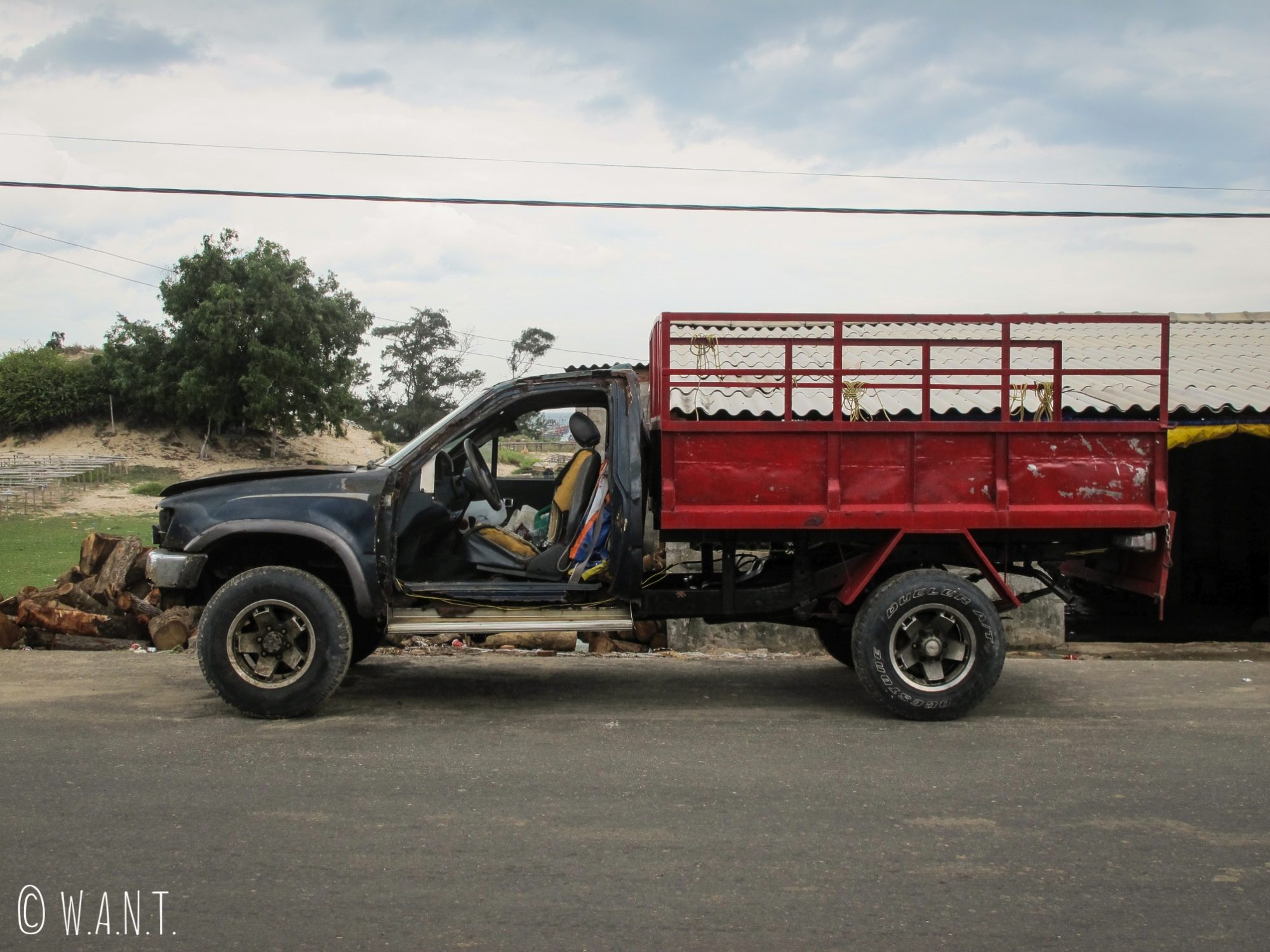 La portière est en option sur ce véhicule croisé dans les rues de Mui Ne