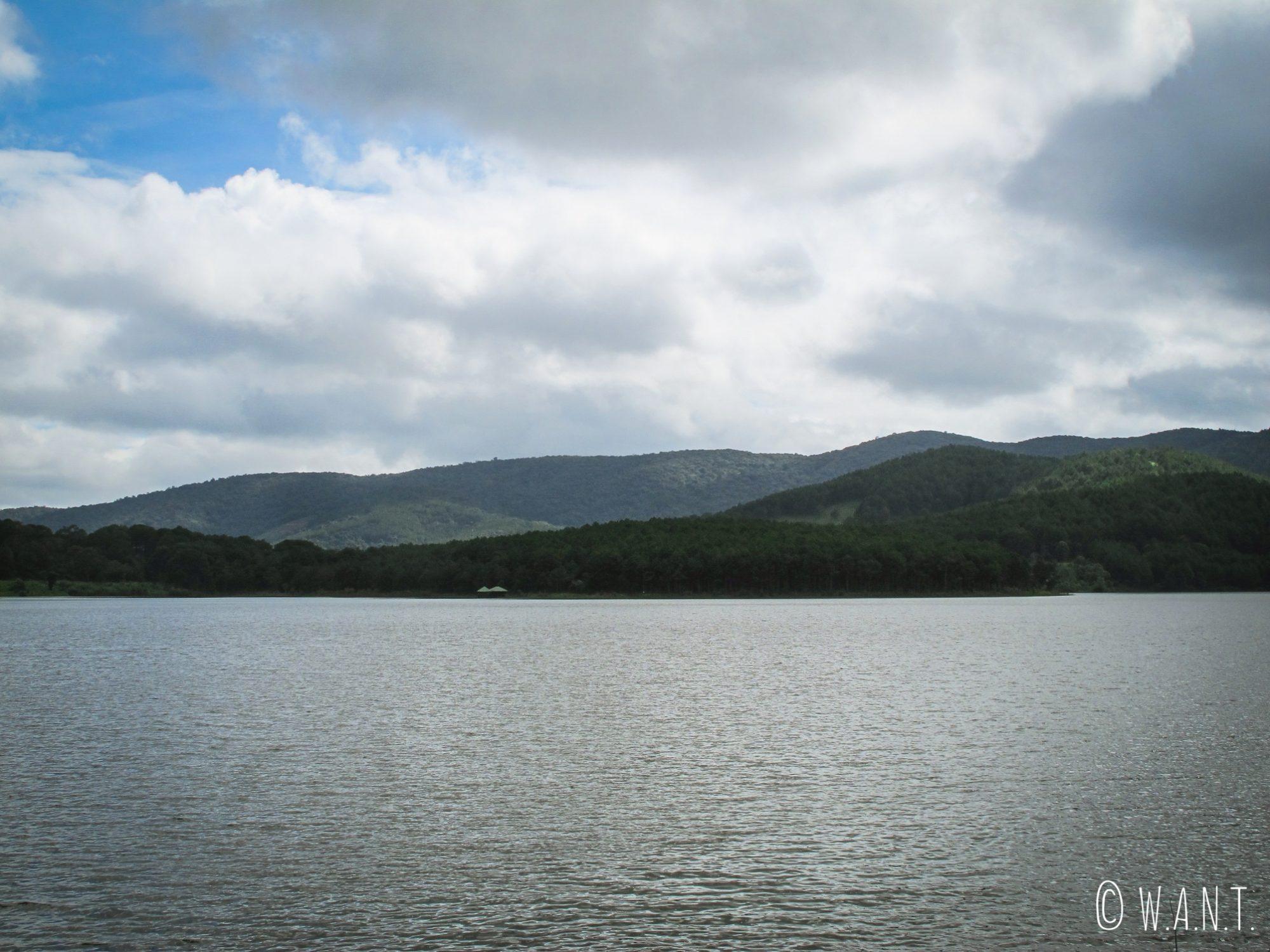 Le Tuyen Lam Lake près de Da Lat est comparé aux grands lacs canadiens