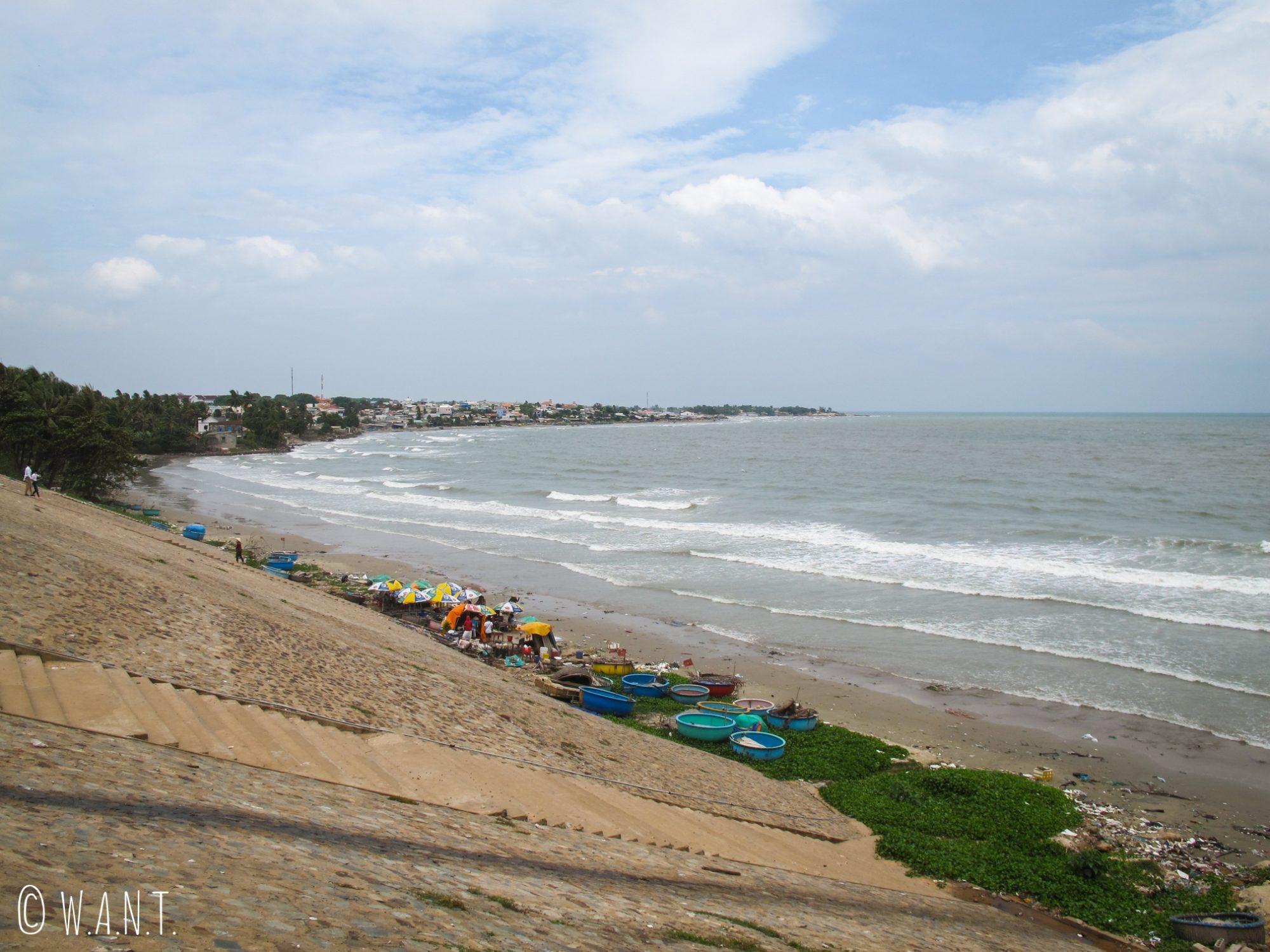 Le littoral de Mui Ne est couvert de nombreux déchets