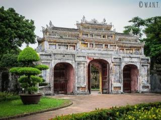Magnifique porte dans la Citadelle de Hué