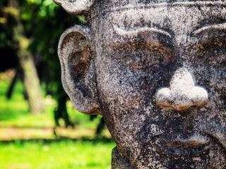 Mandarin de pierre situé à l'entrée du Mausolée de Minh Mang de Hué