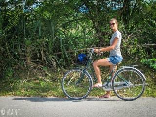 Marion lors de notre promenade à vélo à Phong Nha