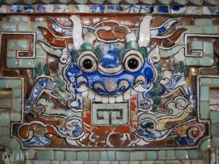 Mosaïque colorée à l'intérieur du Mausolée de Khai Dinh à Hué