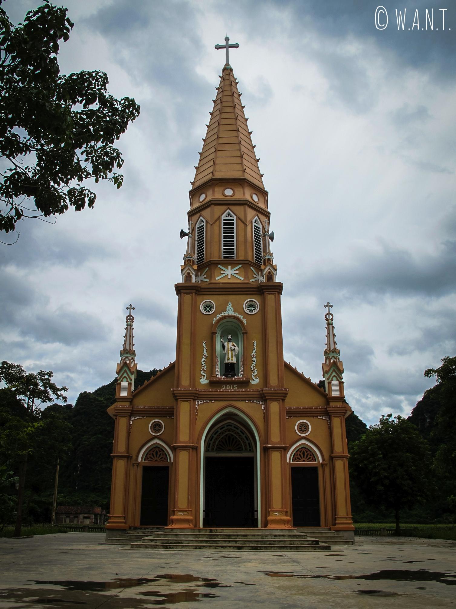 Nous croisons de très nombreuses églises aux environs de Son Trach