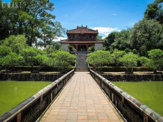 Pavillon au Mausolée de Minh Mang de Hué
