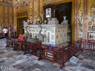 Pièce principale à l'intérieur du Mausolée de Khai Dinh à Hué