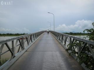 Pont métallique Cau Cam Kim pour rejoindre l'île éponyme