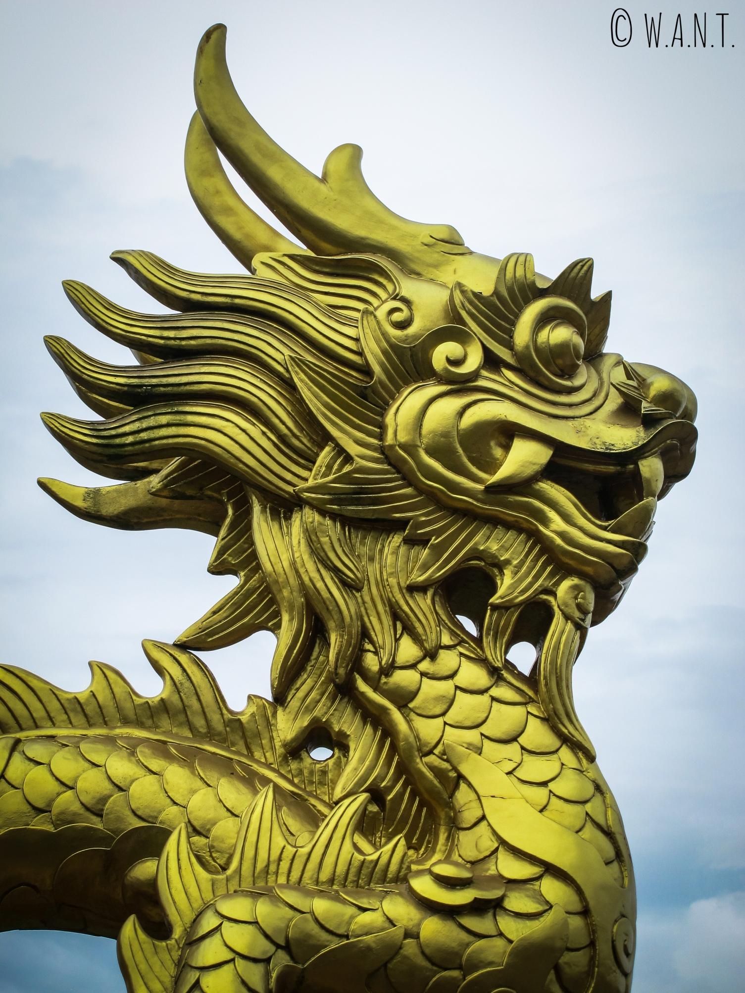 Sculpture de dragon dans la Citadelle de Hué