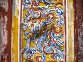 Sculptures colorées dans la Citadelle de Hué