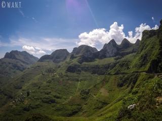 Sommets des montagnes depuis la route du Ma Pi Leng Pass
