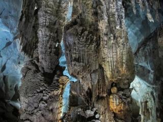 Stalactites dans la grotte de Phong Nha