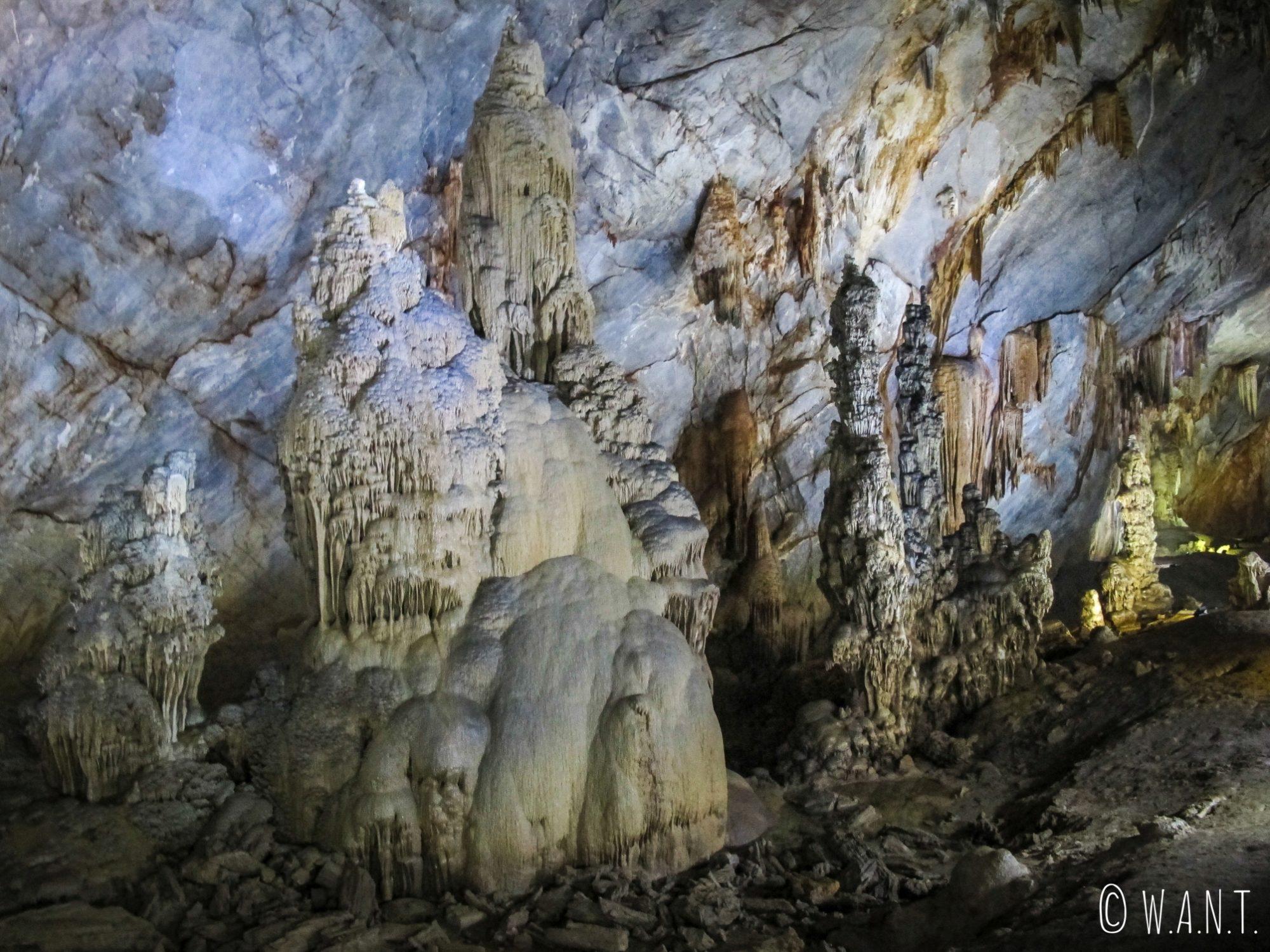 Stalagmites de la Paradise Cave de Phong Nha