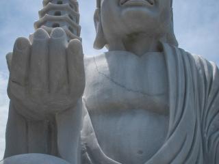 Statue à la pagode Linh Ung de Da Nang