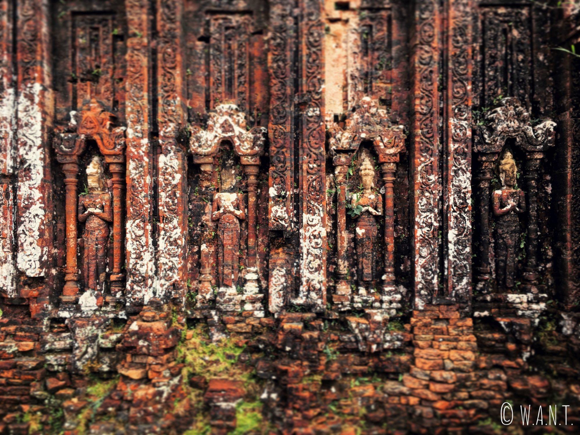 Statues sculptées sur les temples Cham du site de My Son