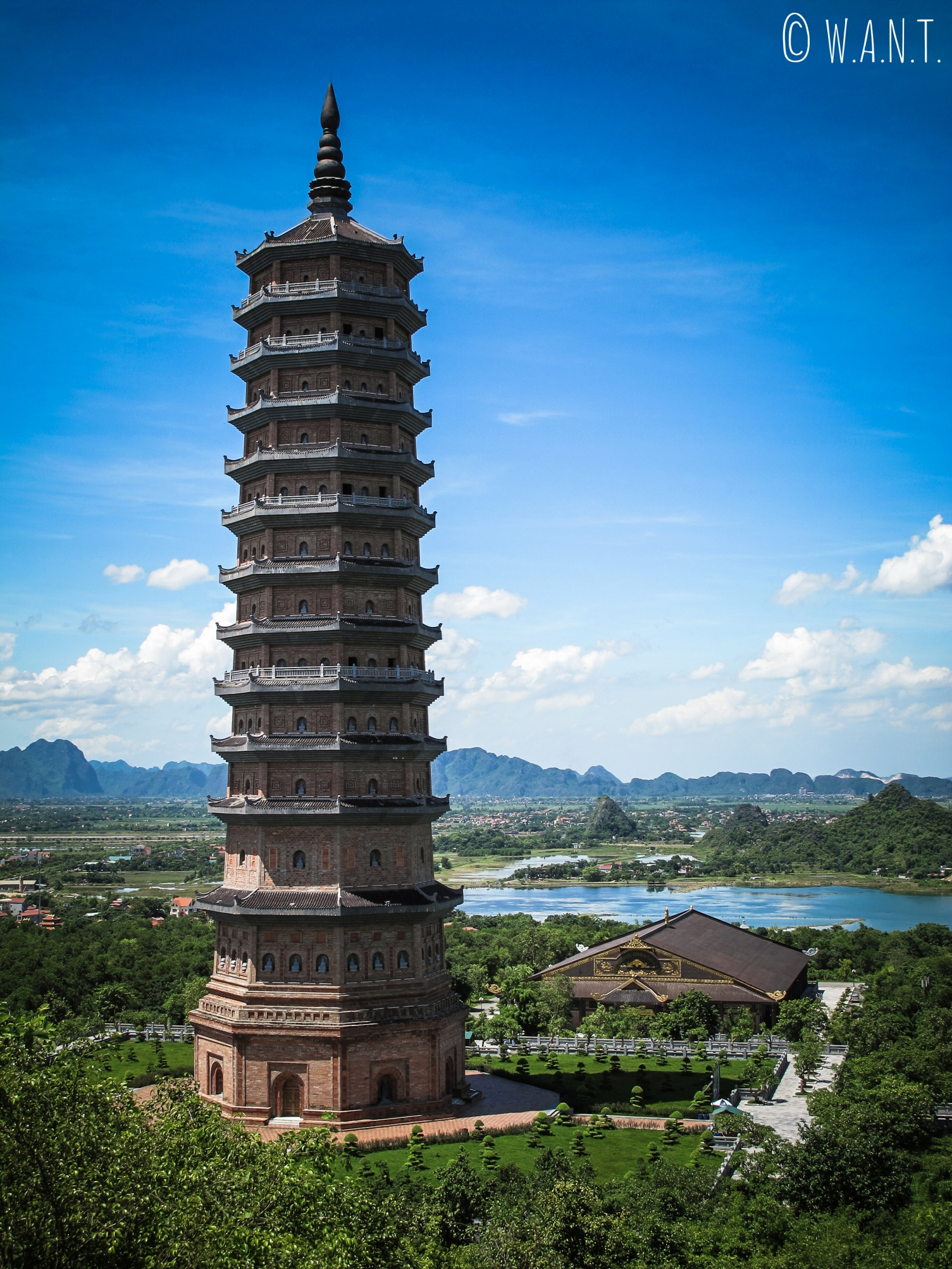 Stupa Bao Thap de la pagode Bai Dinh à Tam Coc