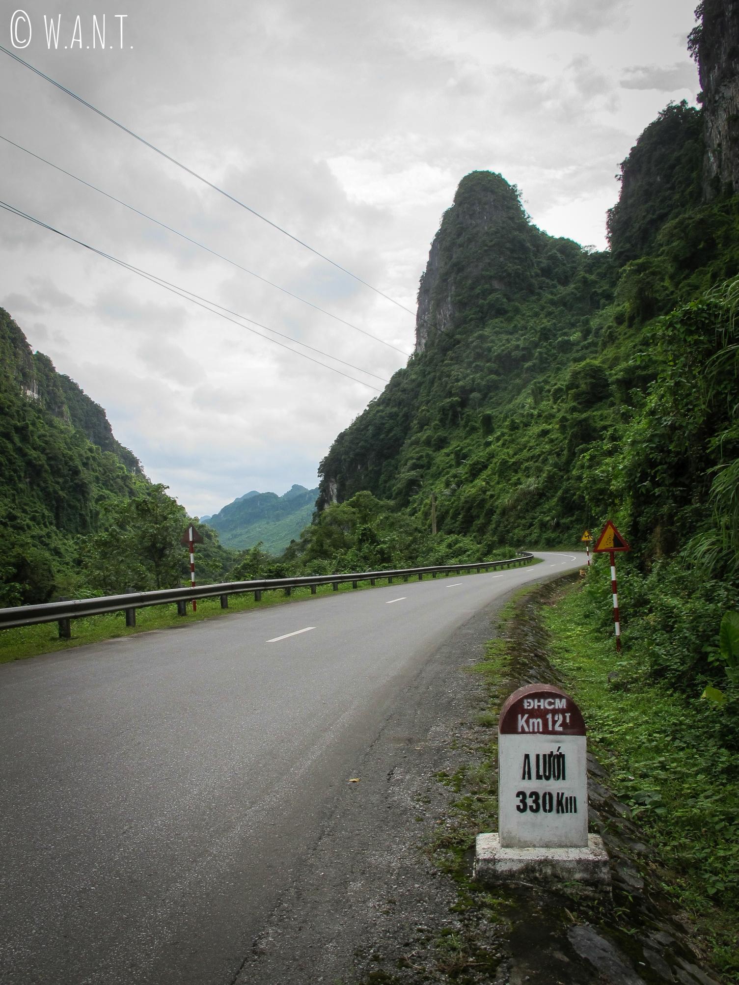 Une boucle à moto peut être faite à l'intérieur du parc national Phong Nha-Ke Bang