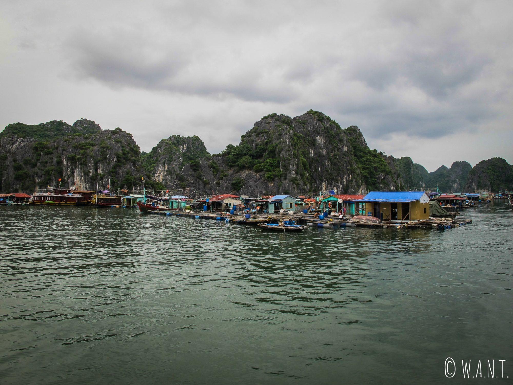 Village de pêcheurs dans la Baie de Lan Ha