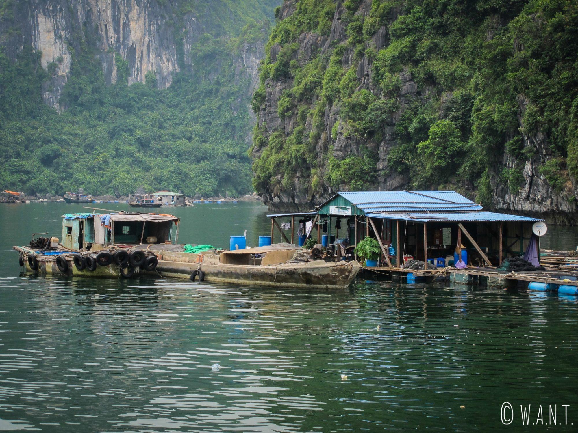 Village de pêcheurs niché dans la Baie de Lan Ha