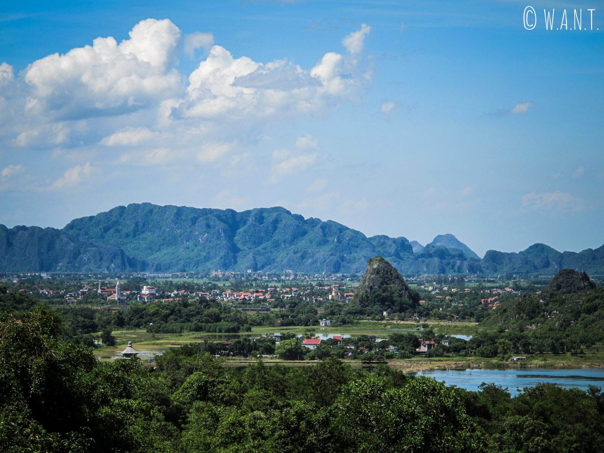 Vue depuis la pagode Bai Dinh à Tam Coc