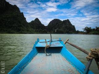 Vue depuis notre barque sur la rivère Song de Phong Nha