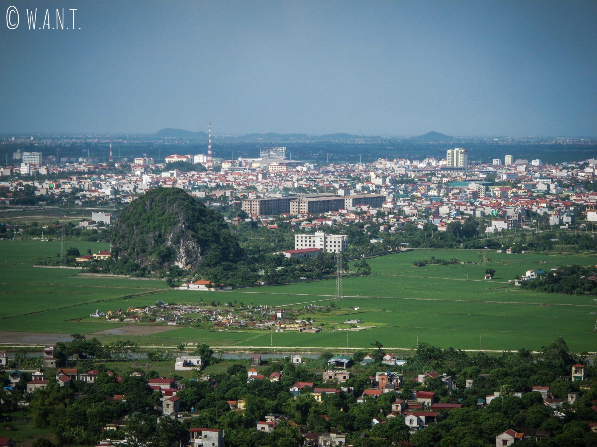 Vue sur Ninh Binh depuis le point de vue de Mua Caves