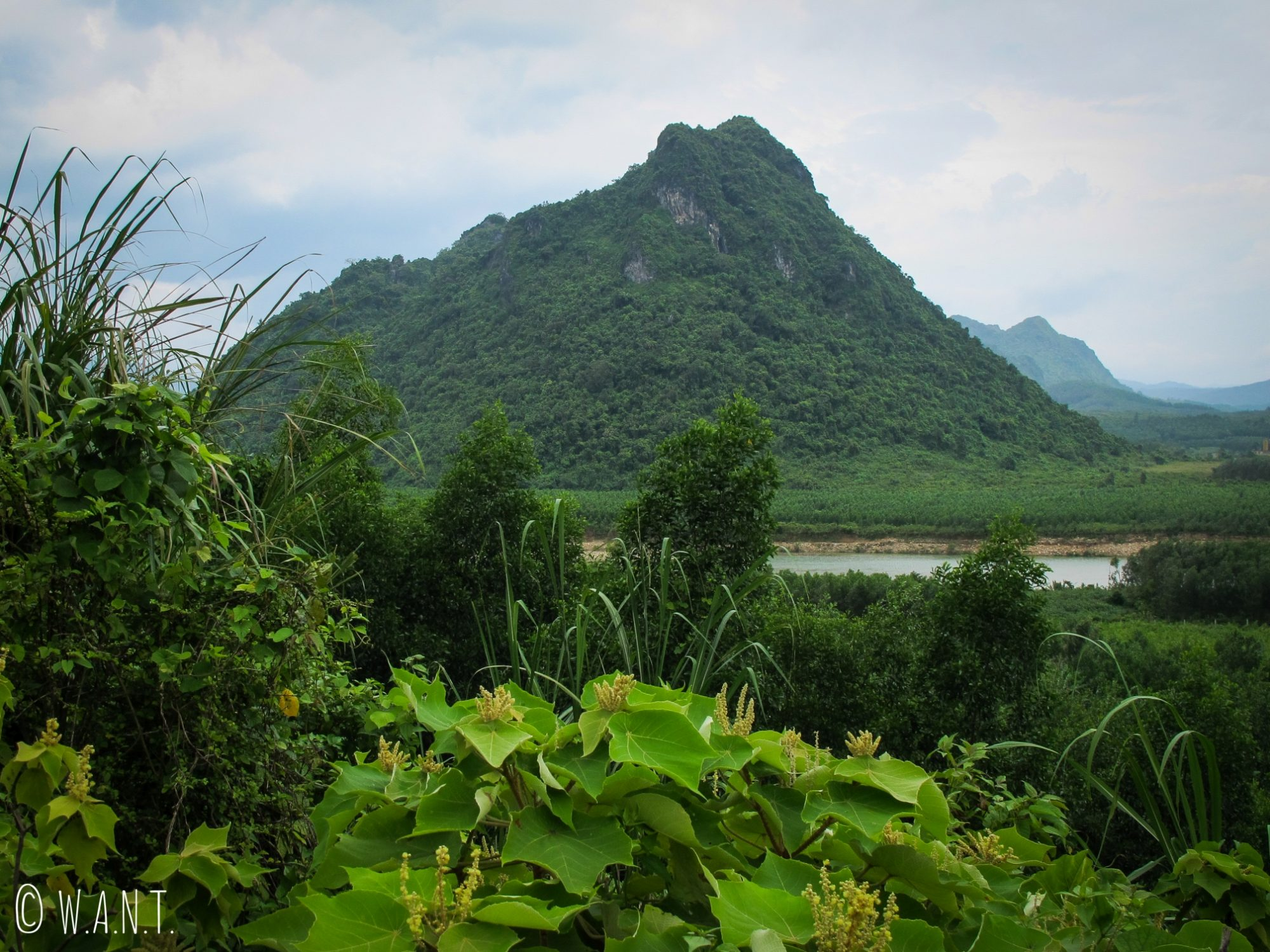 Vue sur Rockpile dans la DMZ au Vietnam