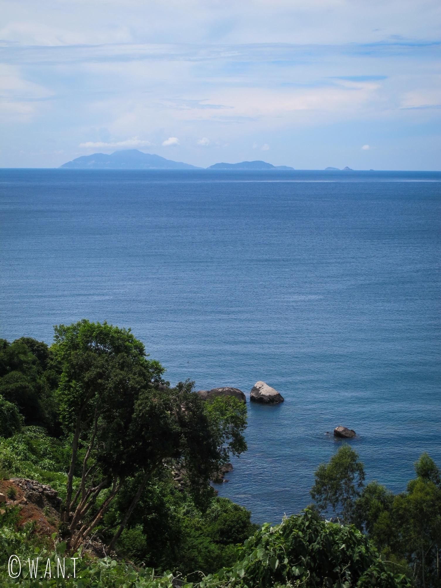 Vue sur les îles Cham depuis la presqu'île de Son Tra à Da Nang