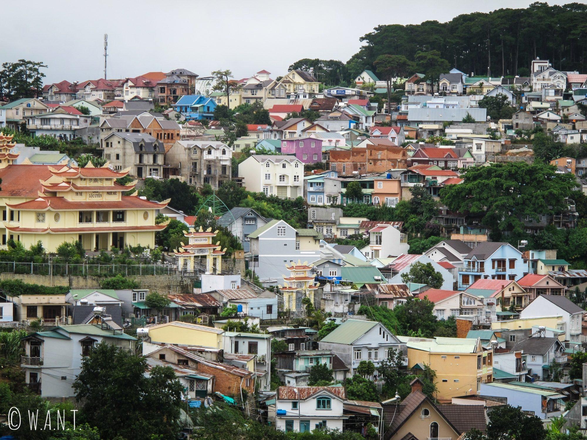 Vue sur les habitations du centre-ville de Da Lat