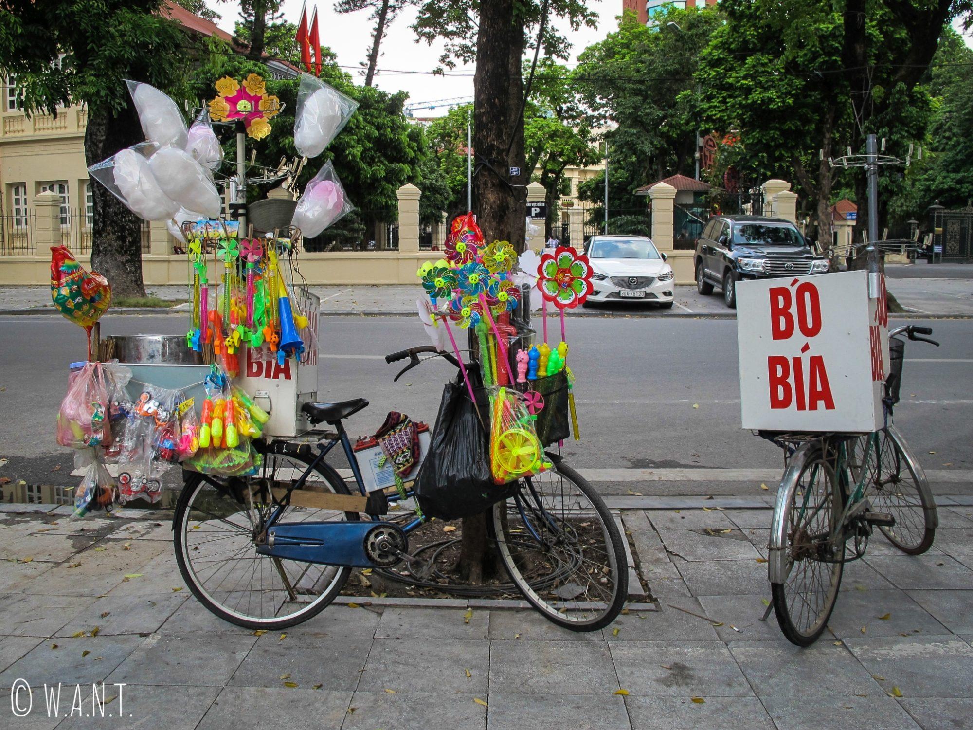 Échoppe ambulante de barbapapa à Hanoï