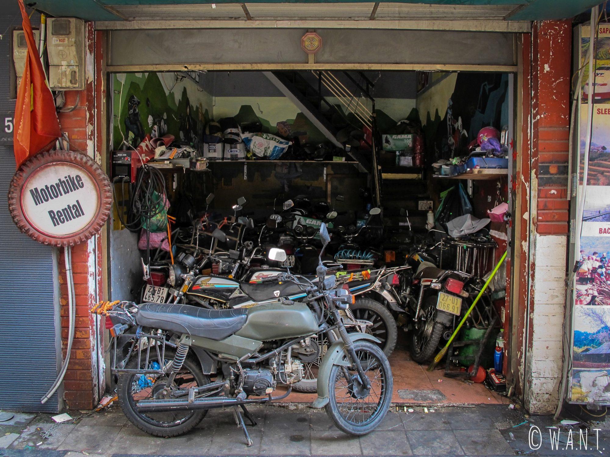 Échoppe de motos dans les rues de Hanoï