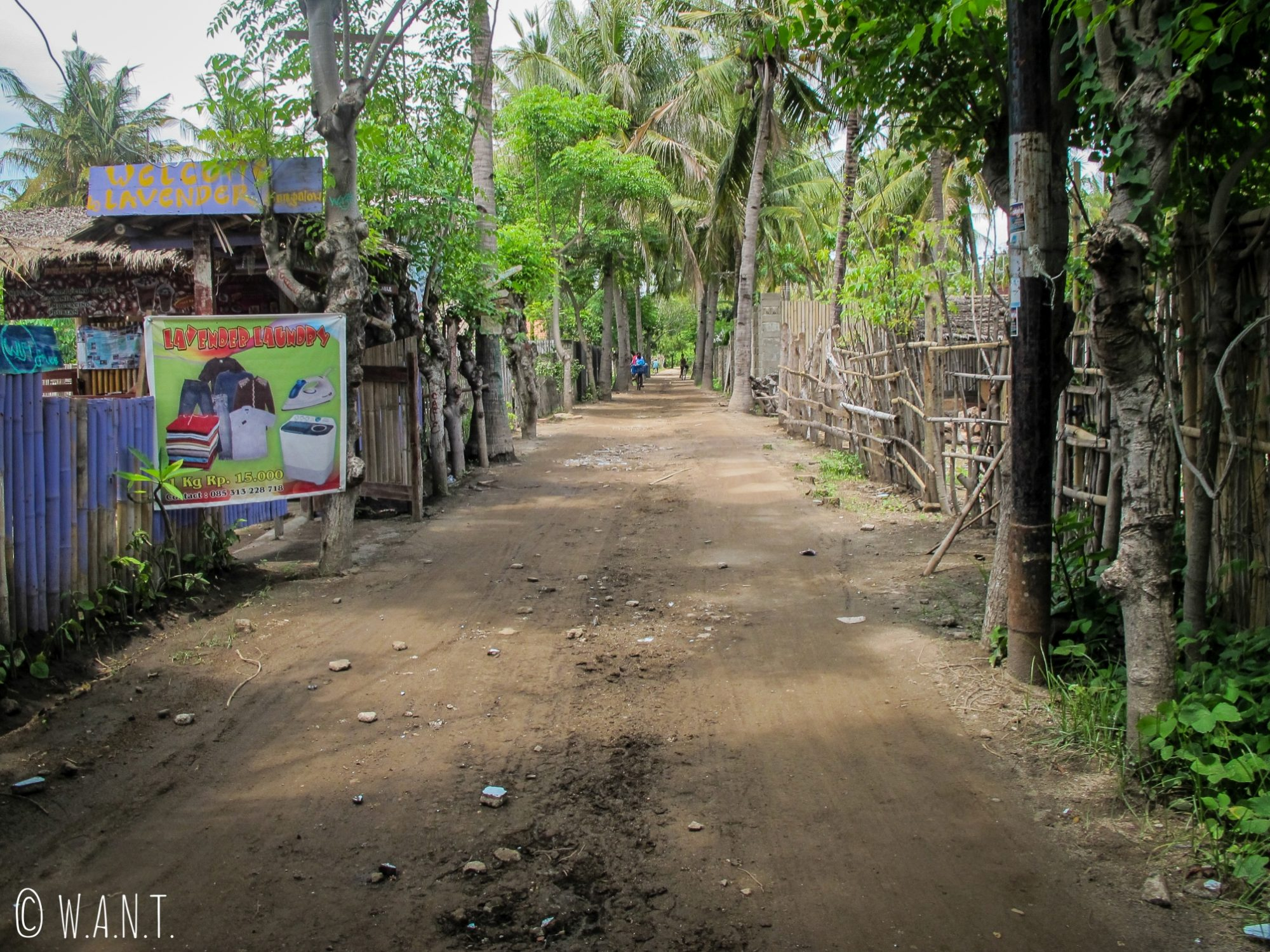 2015 - Allée du centre de l'île de Gili Trawangan