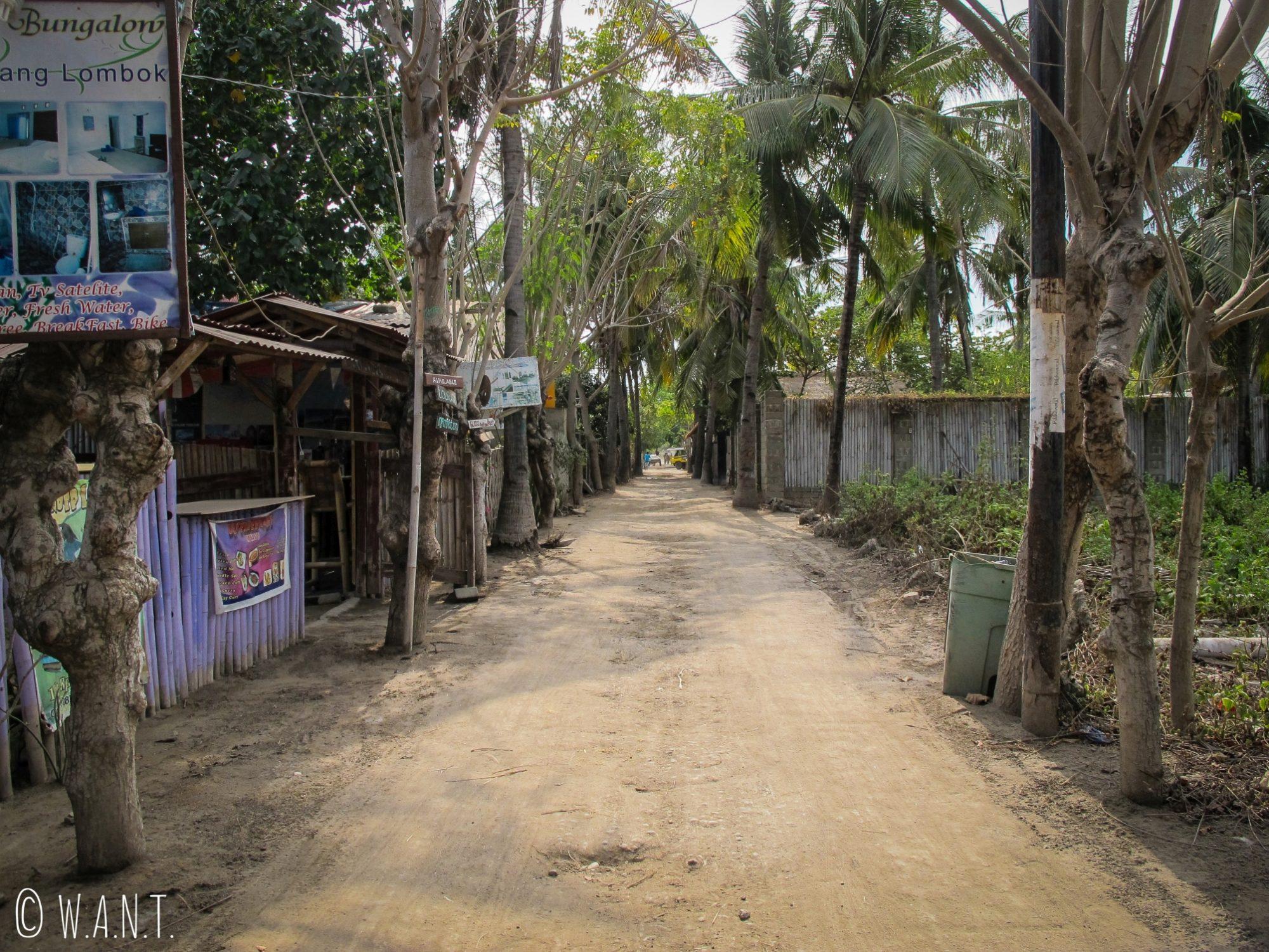 2017 - Allée du centre de l'île de Gili Trawangan