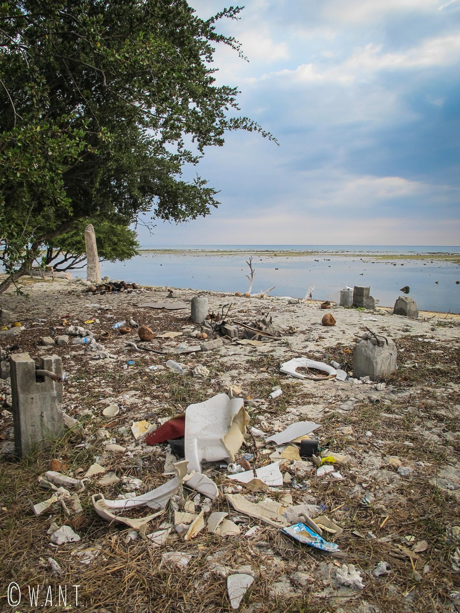 Amas de déchets sur la plage de Gili Trawangan