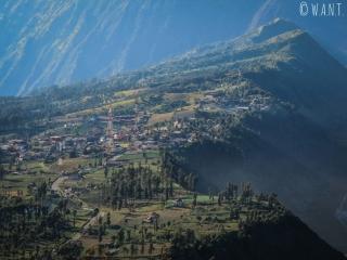 Falaise de la caldeira du Bromo où se situe le village de Cemoro Lawang