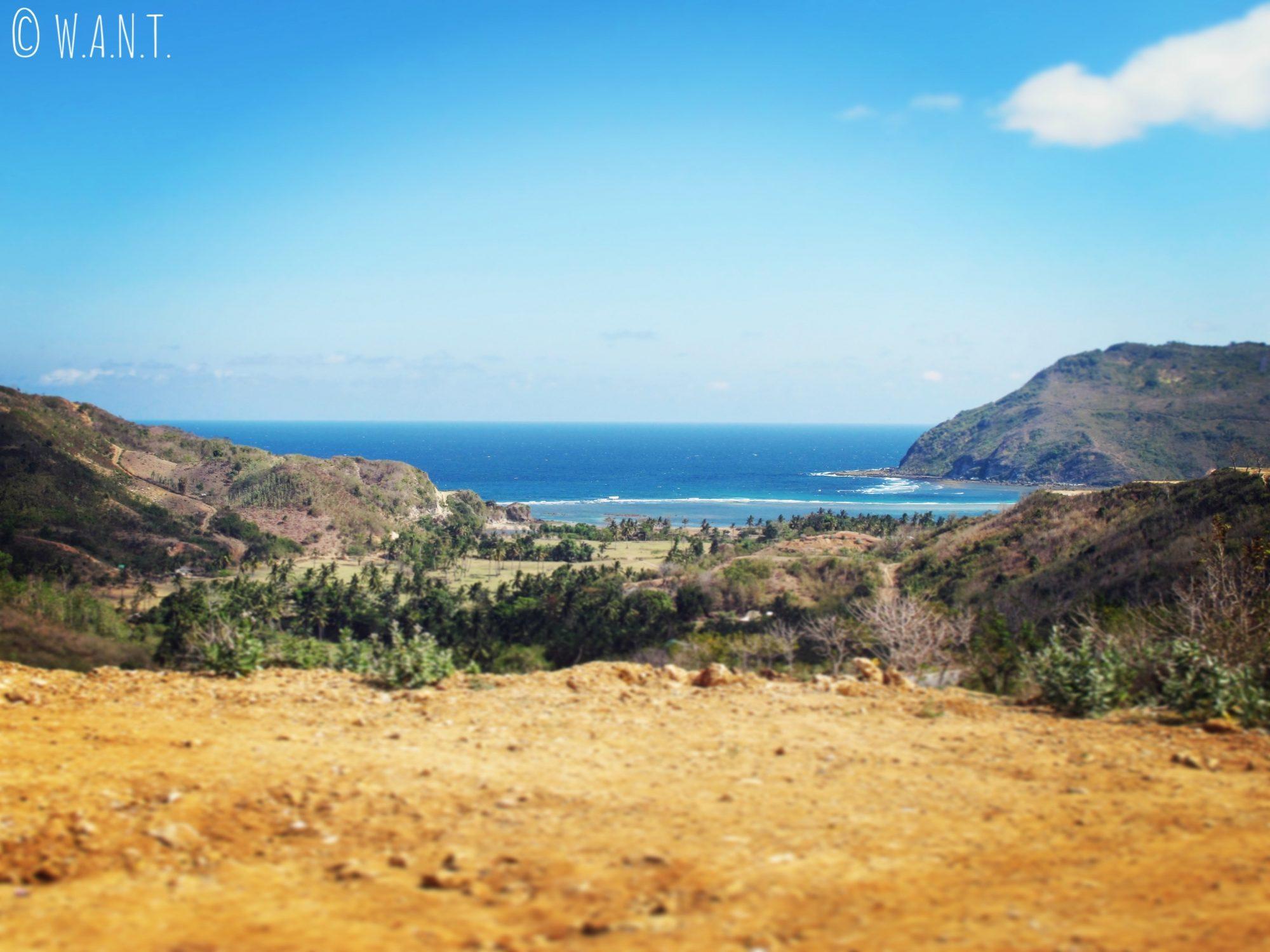 Panorama sur le chemin de la plage de Selong Belanak à Lombok