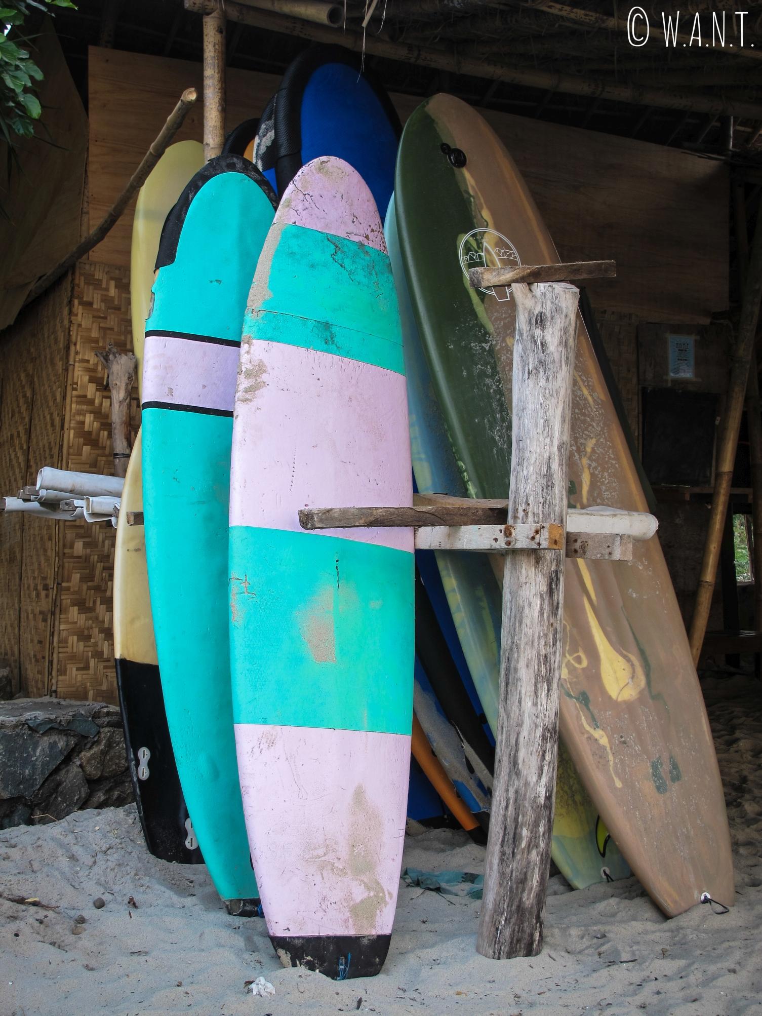 Il est possible de prendre des cours de surf sur la plage de Selong Belanak à Lombok