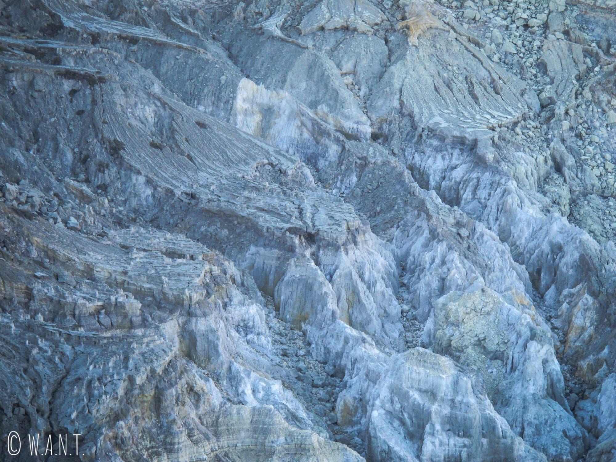 Le Kawah Ijen est un trésor de géologie, mais aussi une merveille pour les yeux