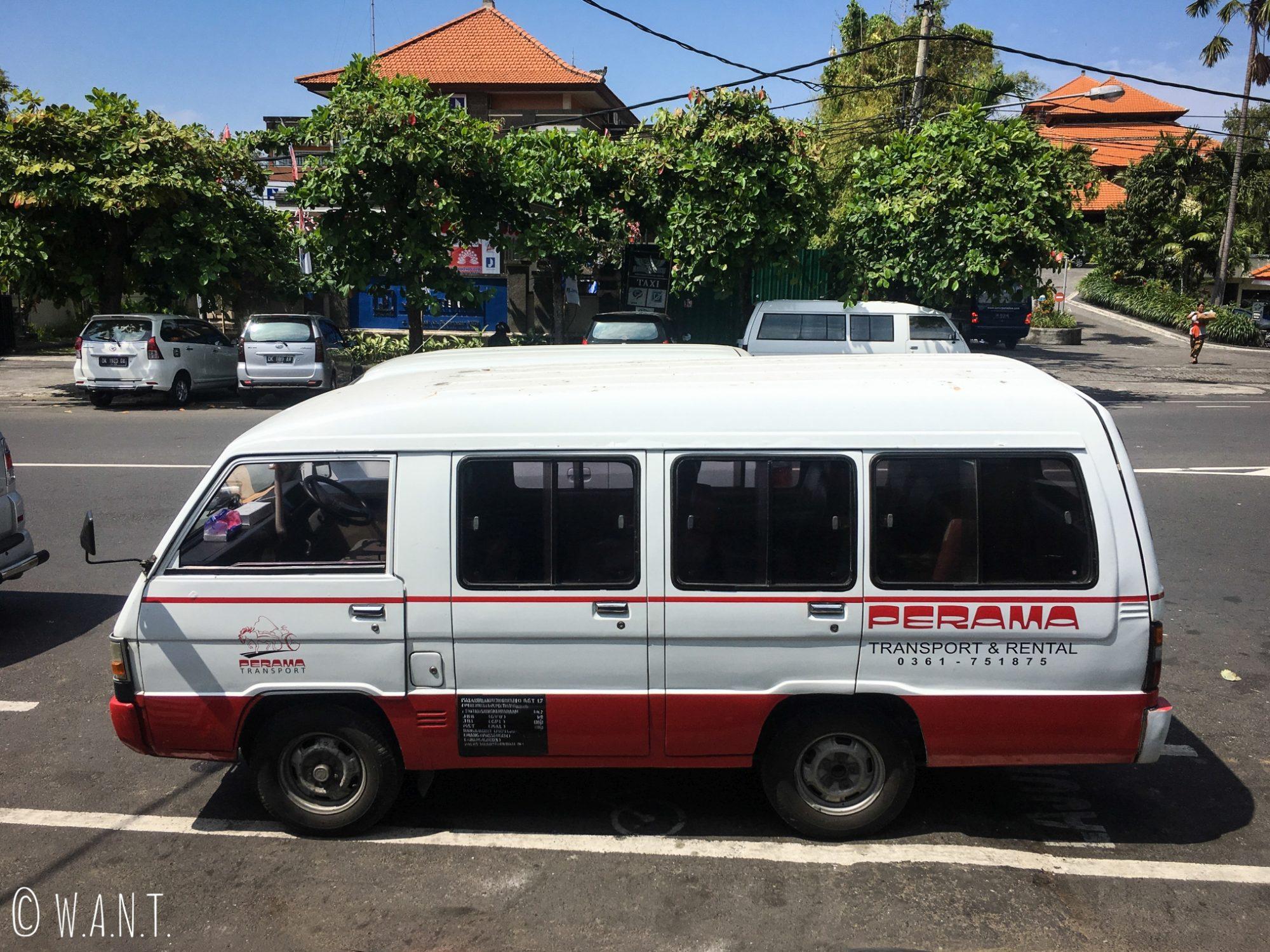 Minibus de la compagnie Perama sur l'île de Bali