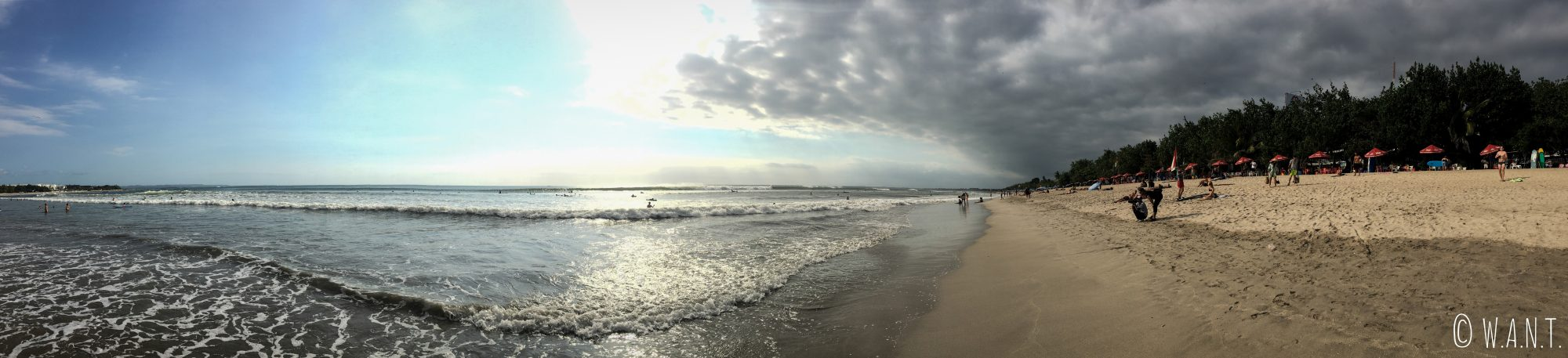 Panorama de la plage de Kuta à Bali
