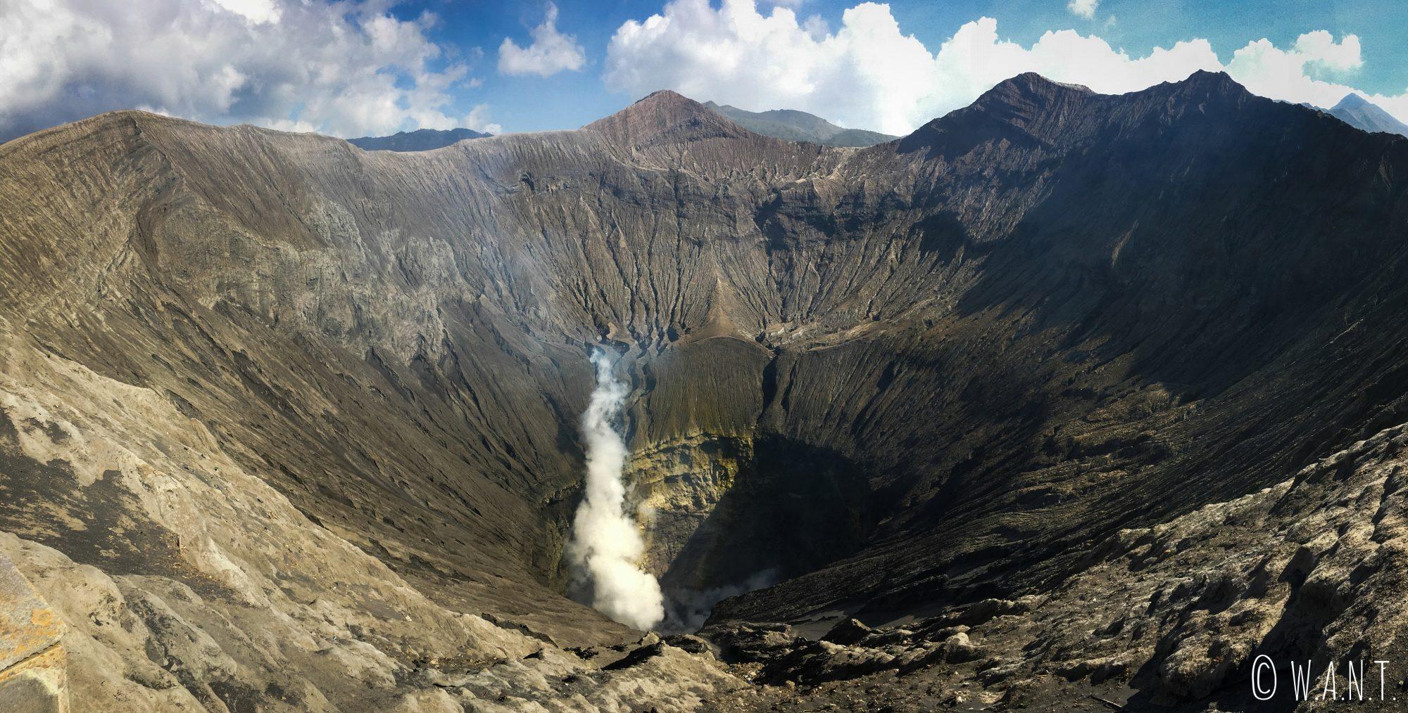 Panorama sur le cratère du volcan Bromo