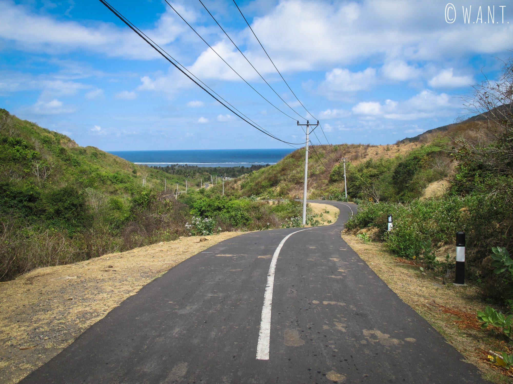 Route à l'ouest de Kuta Lombok menant à la plage de Selong Belanak