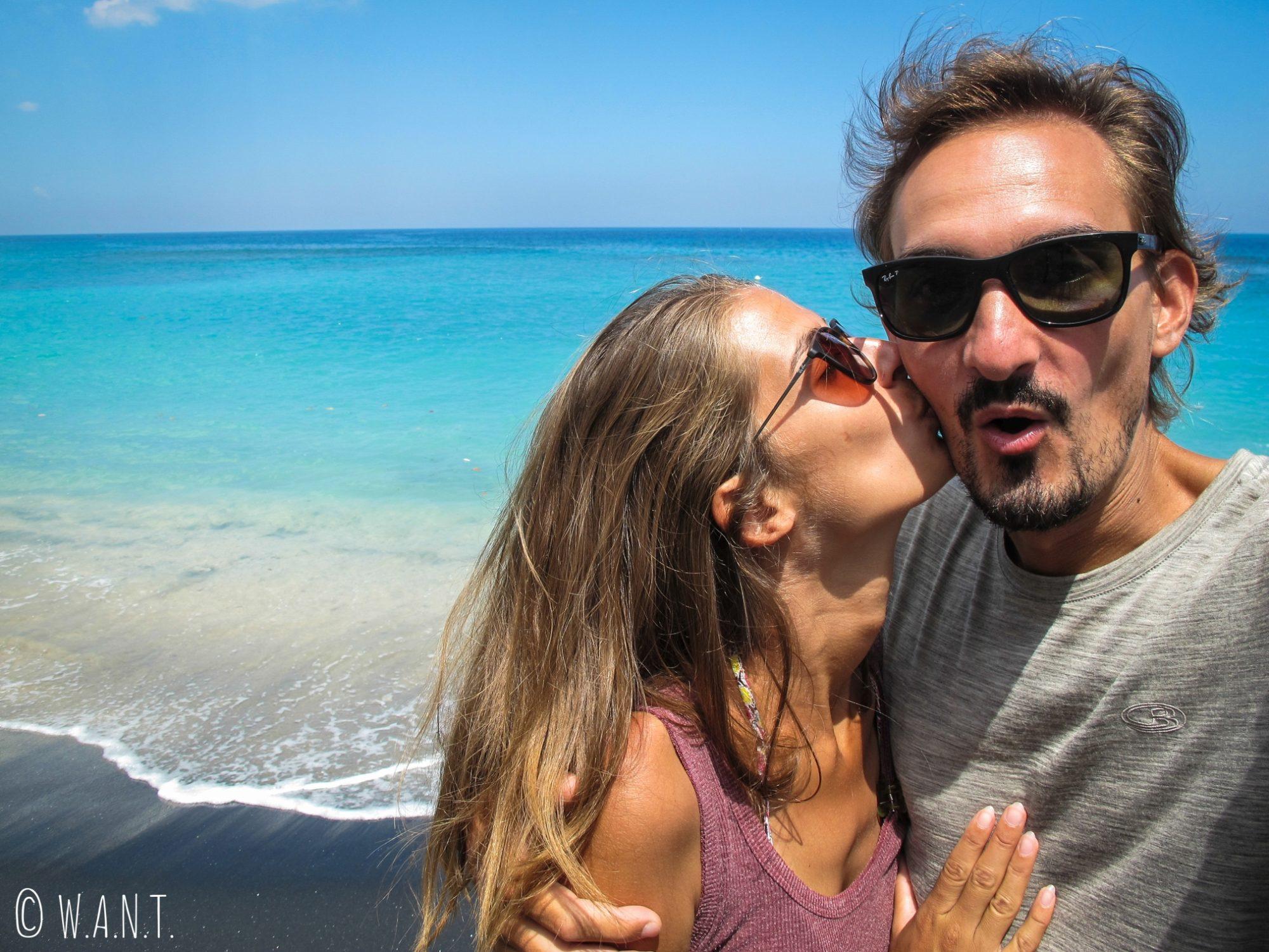 Selfie sur la plage de Mangsit sur l'île de Lombok