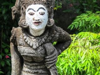 Statue aux tombeaux de Gunung Kawi à Bali