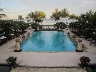 Vue sur la piscine du Conrad Bali