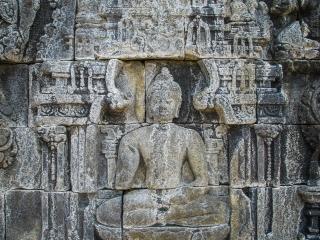 Bas-relief représentant Bouddha au temple de Borobudur