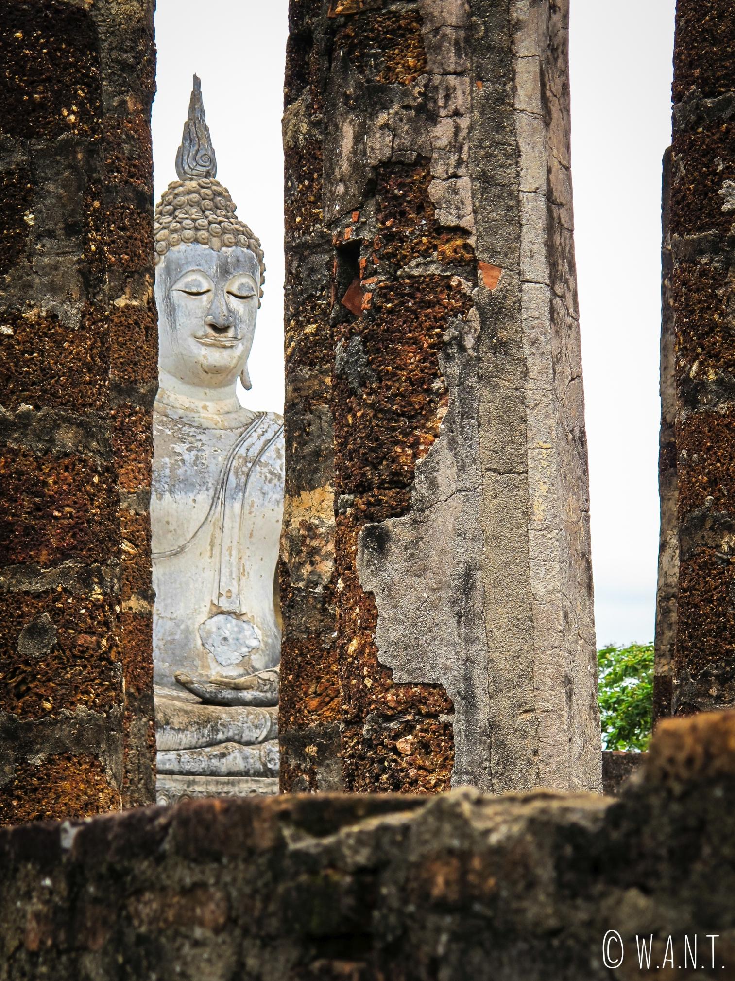 Bouddha blanc du Wat Sa Si à Sukhothai